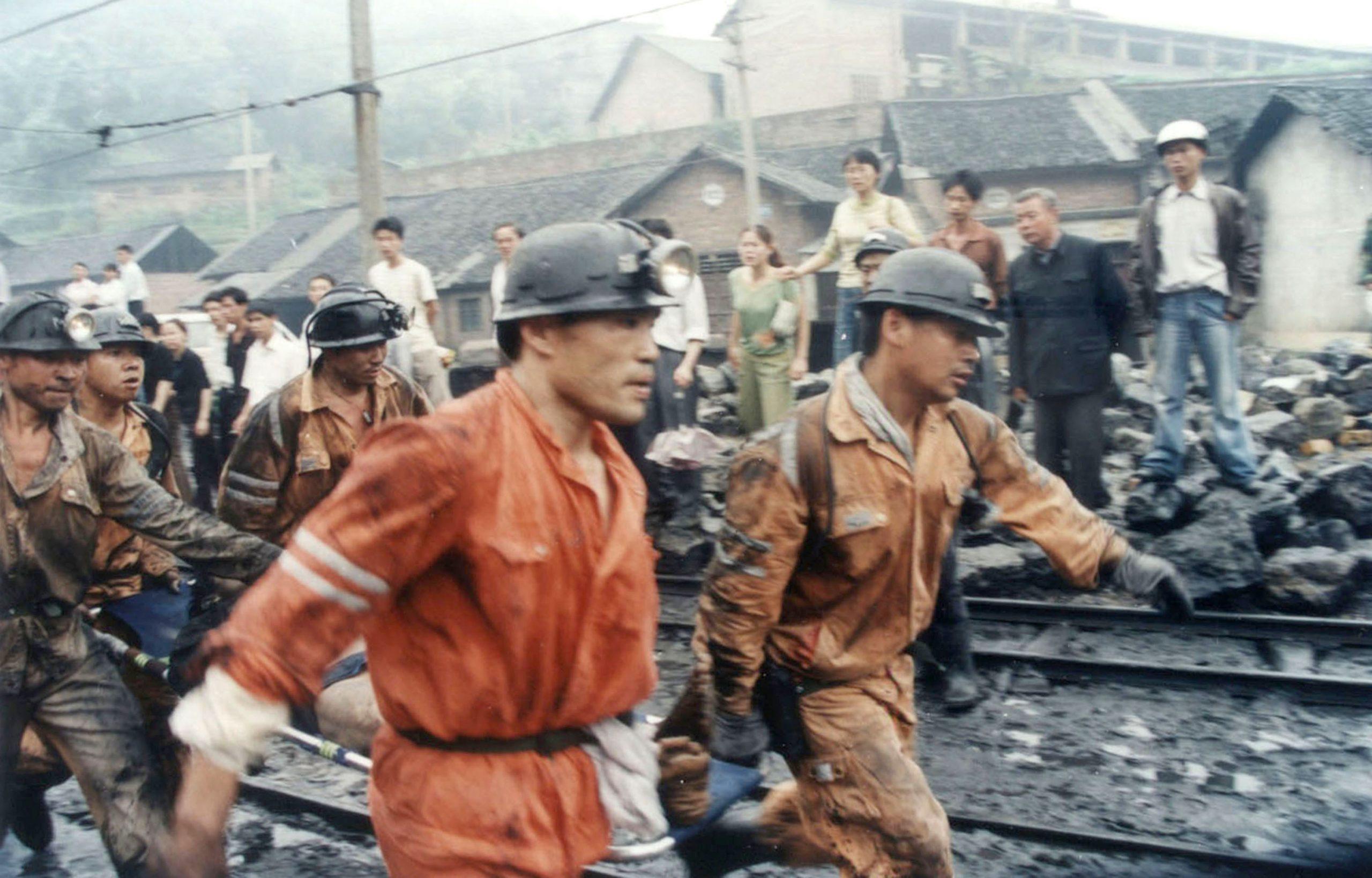 夏小強:中國礦工的命不如一條狗和兩根木頭