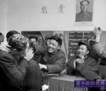 53張抓拍老照片:1957年的裸體與熱吻