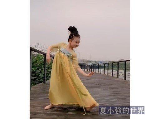 韻味十足!小女孩跳《麗人行》(視頻)