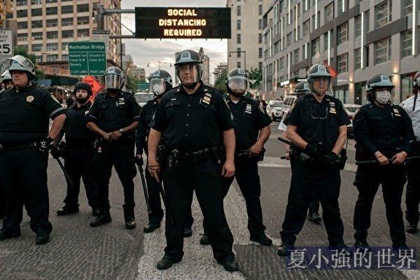 美國華人不應參與歧視警察