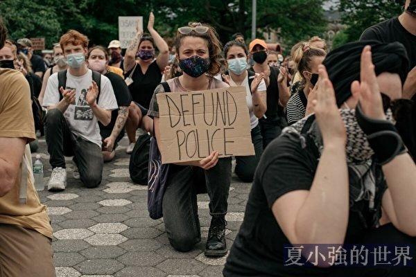 美國騷亂中的下跪 是在玩火