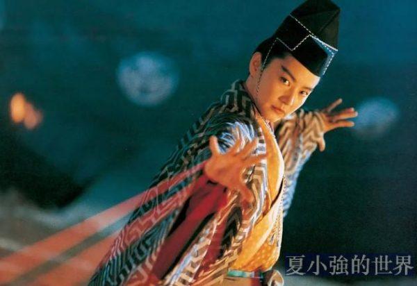 救成龍、撩青霞、坑金庸,當年香港最騷的男人,讓半個港圈跪服