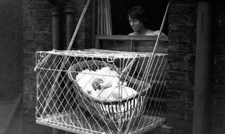 嬰兒懸空鐵籠