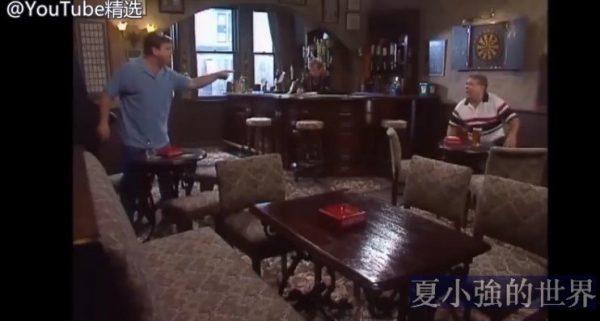疫情期間,如何在保持社交距離的同時,在酒吧打一場酣暢淋漓的架?(視頻)
