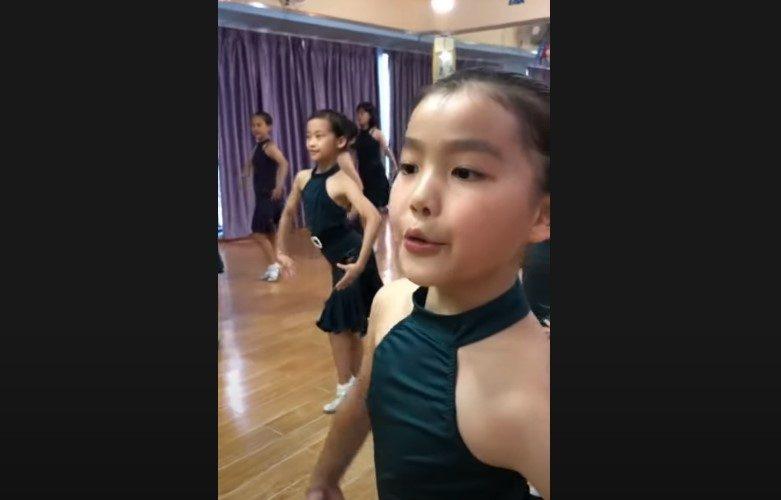 模仿最近很火的小朋友跳拉丁舞 各位大咖的表情夠誇張不? (視頻)