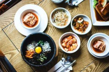 日本人和韓國人吃飯,為什麼要用這麼多碗碟?