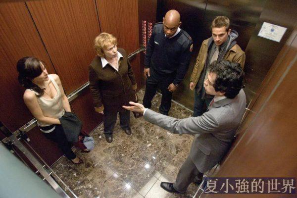 遇到電梯故障應該如何正確自救?
