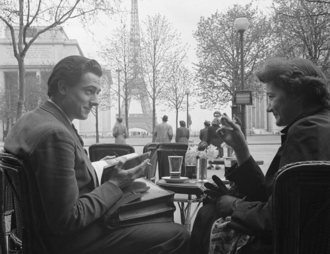 老照片 1952年的法國巴黎埃菲爾鐵塔