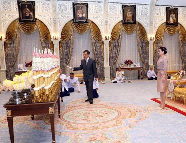 泰王又活了?病危后攜皇后貴妃公開露面,泰國人氣瘋:他咋還沒死