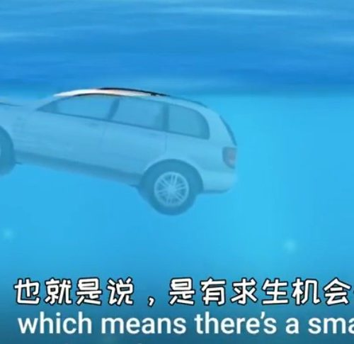 遭遇暴雨在車內如何自救
