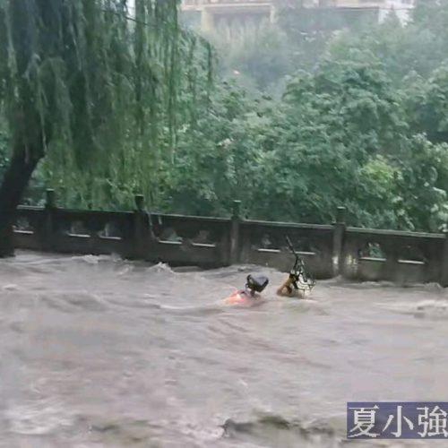河南暴雨中,甚麼情況應該求救,甚麼情況自救?丨硬核生存指南