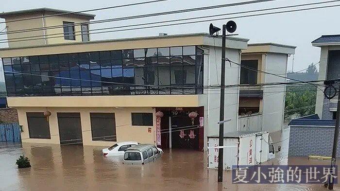 等待救援:困在新鄉暴雨中的人們