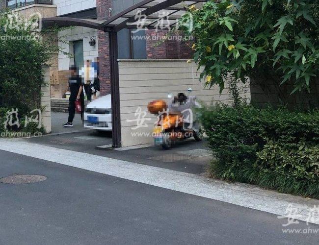 安徽黃山一教師在豪華別墅有償補課,被現場查處