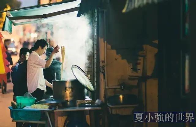 中國南方這座城,一邊洗腳一邊吃粉,味道格外酸爽