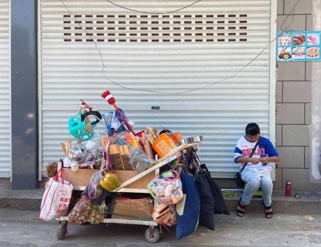 44歲農婦逃離家庭,一邊擺攤一邊寫作,菜市場裡寫出兩本書