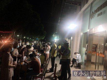 南京疫情嚴峻封機場 市民熬夜檢測