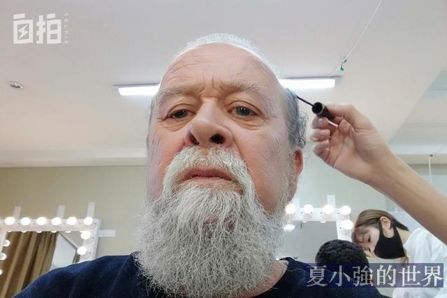 我,藍眼珠白鬍子,演了40年老外,其實是山東人,曾和劉德華搭戲