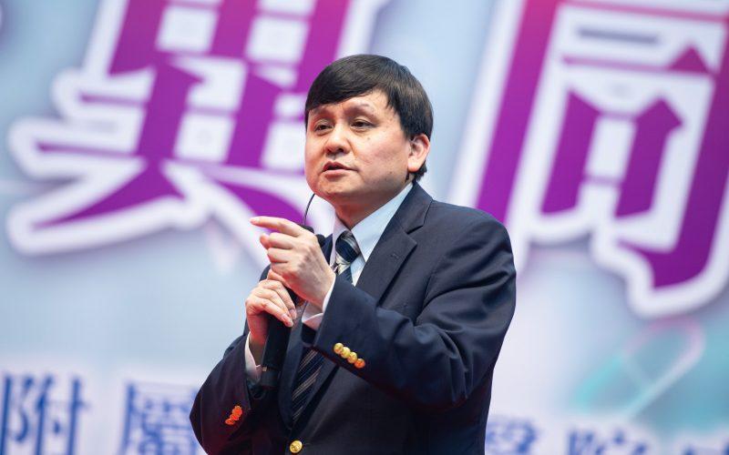 周曉輝:黨媒軍報齊批張文宏 混戰背後不簡單