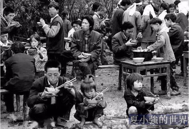 70年代中國農邨吃飯老照片,你見過嗎?
