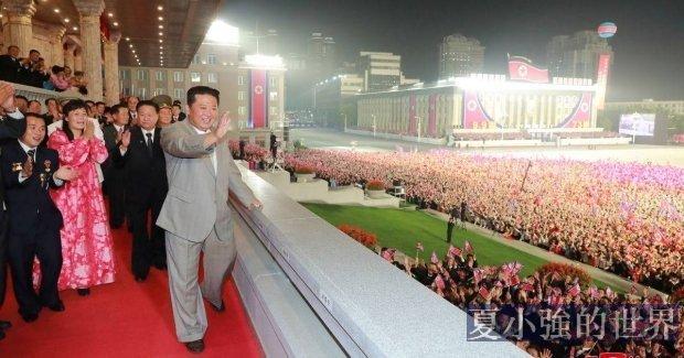 風採依舊!金正恩會見參加北韓建國73周年的各界群眾,被民眾熱情圍堵 (視頻)
